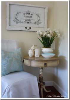 Vintage style sign made from an old window, at a total cost of $2.50. So smart and so pretty! (And yes, I love the rest of this little space, too!) Image: Trixie
