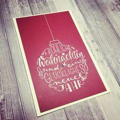 """@kallettergrafie on Instagram: """"🎄It's beginning to look a lot like Christmas 🎄 Und noch so ein Karten-Unikat, das von der Dorfweihnacht übrig geblieben war. Schreib ich…"""" Chalkboard Quotes, Art Quotes, Books, Instagram, Writing, Cards, Christmas, Libros, Book"""