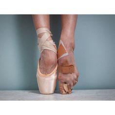 "@bambolabambina's photo: ""The Perfect Pointe by @thetylershields #tylershields #ballet #pointe #beautiful #capturingthetruthofpointetoes #painisbeauty #art"""