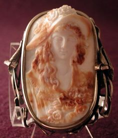 Art Nouveau cameo brooch from Russia (cir. 1920's)
