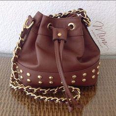 Bolsa mini brigadeiro marrom caramelo com tachinhas  ️ ️️️️️www.mimsbags.com #bolsadecouro #bolsa #minibag #criesuabolsa