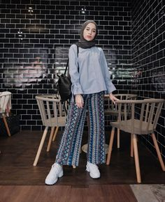 Hijab Fashion actual scarf is the most essential element in the clothing o Hijab Fashion Summer, Modest Fashion Hijab, Modern Hijab Fashion, Street Hijab Fashion, Casual Hijab Outfit, Hijab Fashion Inspiration, Hijab Chic, Hijab Style Dress, Muslim Fashion