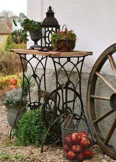 Repurpose Ideas For Vintage Sewing Machine Base Planter - Unique Balcony & Garden Decoration and Easy DIY Ideas Garden Junk, Balcony Garden, Antique Sewing Machines, Diy Garden Projects, Garden Ideas, Garden Care, Creative Decor, Garden Inspiration, Outdoor Gardens