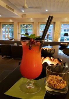 """Cocktail der Woche: """"Jamaica Sunrise"""" Im Norden ist der Sommer leider schon vorbei, aber mit dem Jamaica Sunrise werden die Erinnerungen an den Sommer geweckt. Der Wodka und die süße der Grenadine ergänzen sich perfekt. Lass Dich verwöhnen!  5,50€"""