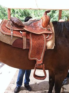 UPDATED Beautiful Vintage Western Horse Saddle Lone Star Saddle Co. 15.5""