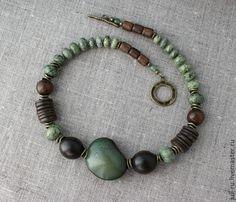 Купить Колье из натуральных камней и дерева Габи - хаки, колье в этническом стиле