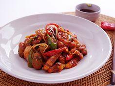 낙지로 만든 대표적인 요리는 무교동 스타일의 매콤한 낙지볶음이다. 사진=쿡쿡TV Kung Pao Chicken, Ethnic Recipes, Food, Essen, Meals, Yemek, Eten