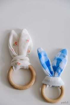 Quickly made by yourself: cute rabbit grip toys - Rabbit Teething Toys: A quick, homemade Easter gift for babies You are in the right place about baby - Crochet Easter, Easter Crochet Patterns, Presents For Men, Gifts For Kids, Diy Bebe, Easter Gift, Cute Bunny, Toys For Boys, Baby Toys