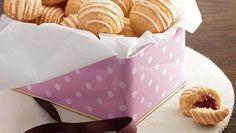 Schoko-Kirsch-Plätzchen | Keks Rezept für Schoko-Kirsch-Plätzchen. Ein Plätzchen, das mit fein gehackter weißer Schokolade und Sauerkirschen ein winterlicher Genuss ist.