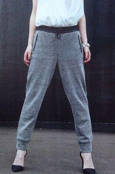 Victor LA MAISON Juli/August 2015 Couture Sewing, Pants Pattern, Sewing Clothes, Parachute Pants, Chic, Jumpsuits, Magazine, Clothing, Fashion