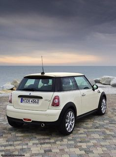 They may look the same, and their names may sound similar, but Europeans know that there is quite a big difference in price and performance between a MINI ONE and a MINI Cooper. Mini Cooper One, Mini Cooper Negro, Mini Cooper Clubman, Mini One, Cooper Car, Ford Gt, Audi Tt, My Dream Car, Dream Cars