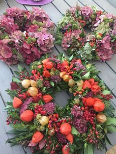 Fantastic Photographs Spring Wreath flowers Thoughts Find a straightforward the way to help intended for wreath producing and create a gorgeous untamed s Beautiful Flower Arrangements, Floral Arrangements, Beautiful Flowers, Diy Christmas Presents, Christmas Tree Decorations, Autumn Wreaths, Easter Wreaths, Ornament Wreath, Door Wreaths