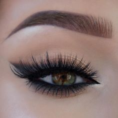Eye Makeup Tips – How To Apply Eyeliner Pretty Makeup, Love Makeup, Makeup Inspo, Makeup Inspiration, Beauty Makeup, Beauty Tips, Makeup Style, Gorgeous Makeup, Ojos Color Cafe