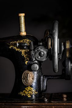 https://flic.kr/p/yVy416 | 258/365. Singer Manufactures. An old sewing machine as an ornament. This one has been through a lot. | For strobist: Flash handheld right of camera. Triggerd by cls. In camera setting on manual.