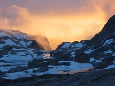 The stunning Wind River Range is a 100 mile long mountain range in Western Wyoming. It is part of the Rocky Mountains.