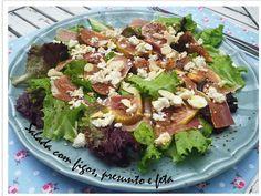 Salad with figs, prosciutto and feta