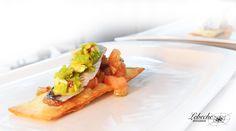 Crack snack, sardina marinada y vinagreta de pistachos y piparra