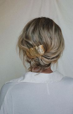 wedding hair dos hair extensions bun wedding hair hair clips swept wedding hair bun wedding hair hair with combs wedding hair updos Curly Hair Styles, Cabelo Inspo, Trendy Mood, Elegant Wedding Hair, Wedding Bride, Short Hair Wedding Updo, Casual Wedding Hair, Wedding Ideas, Corte Y Color