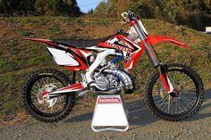 I love motocross because sometimes I like riding a bike :) Dirt Scooter, Honda Dirt Bike, Dirt Bike Gear, Motocross Gear, Motorcycle Dirt Bike, Moto Bike, 2013 Honda, Honda Cr, Cool Dirt Bikes