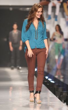 Leighton Meester Struts Her Stuff on the Penshoppe Catwalk at 2012  Philippine Fashion Week Brown Pants 4dc1afdba9
