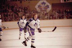 Darryl Sittler, Toronto Maple Leafs Hockey Games, Hockey Players, Hockey Boards, Wayne Gretzky, Toronto Maple Leafs, World Of Sports, Nhl, The Past, Frozen