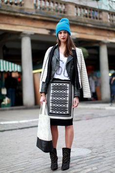 The 30 Best Street-Style Snaps From LFW - It's official. Street style is now as much a part of Fashion Week as the r. Edgy Outfits, Fashion Outfits, Womens Fashion, Beanies Fashion, Style Snaps, Fashion Pictures, Style Pictures, Printed Skirts, Street Chic