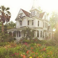 If I were a house, I think I would be a victorian farm home. If I were a house, I think I would be a [. This Old House, My House, Beautiful Buildings, Beautiful Homes, Exterior Tradicional, Practical Magic House, Victorian Farmhouse, Old Victorian Homes, Victorian House