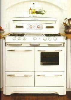 GE Artistry Appliances at ModVintageLife.com Vintage Kitchen Appliances, Kitchen Appliance Storage, Kitchen Stove, New Kitchen, Kitchen Decor, Kitchen Ideas, Updated Kitchen, Slate Appliances, Kitchen Utensils