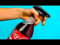 ≡ 7 Ingenious Household Uses For Coca-Cola 》 Life 360 Tips Homemade Cleaning Supplies, Diy Cleaning Products, Cleaning Solutions, Cleaning Hacks, Coca Cola, Cleaning Burnt Pans, Life Hacks Youtube, Bathroom Hacks, Simple Bathroom