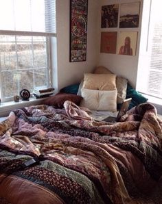 Indie room decor ideas wall d on hipster bedroom decorating stores Dorm Room Tumblr, Tumblr Bedroom, Tumblr Rooms, Bedroom Bed, Cozy Bedroom, Bedroom Inspo, Bedroom Ideas, Bed Room, Bedroom Designs
