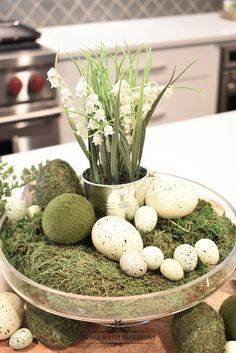 Tips for Creating Simple Spring or Easter Décor - Home with Holliday If you are looking for some Tips for Creating Simple Spring or Easter Decor, stop by my new post with some cute and festive ideas! Hoppy Easter, Easter Eggs, Easter Crafts, Easter Decor, Easter Centerpiece, Centerpieces, Seasonal Decor, Holiday Decor, Easter Table Settings
