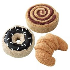 my daughter LOVES cinnamon rolls and croissants and this set gets so much use at tea parties and in her play oven. $13.04  #oompatoys #habausa Sweet Pastries