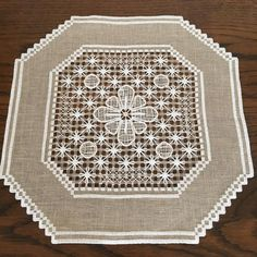 deruta sfilato Photo And Video, Rugs, Instagram, Decor, Needlepoint, Dots, White Embroidery, Farmhouse Rugs, Decoration