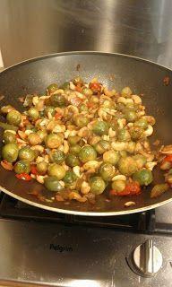 Gewoon, lekker en gezond koken!: oosterse spruitjes met pindasaus (vegetarisch) Ratatouille, Side Dishes, Dinner, Ethnic Recipes, Wordpress, Brussels Sprouts, Food, Japan, Salads