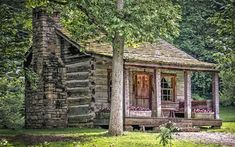 Take a look at this beautiful little cabin in Lawrence County, Indiana.