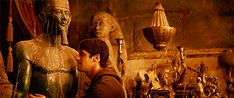 Egyptolo(GIF)s   What I feel like doing whenever I walk into a museum's Egyptian gallery: