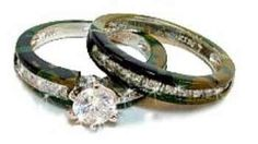 Camouflage wedding ring set! This is Awesome! Reminds me of Duck Dynasty!