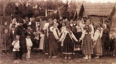 vintage everyday: 40 Vintage Photographs Show Everyday Life in Russia in the Early Century Life In Russia, Russian Revolution, Russian Folk, Russian Style, Imperial Russia, Russian Fashion, Black And White Pictures, Vintage Pictures, Vintage Photographs