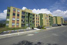 Urbanización Claro Verde Año de diseño y construcción: 2010 La Estrella, Antioquia, Colombia.Complejo residencial de 8 torres de vivienda de 4 piso c/u.132 apartamentos 128 parqueaderos privados, 24 parqueaderos visitantes, zonas comunes, salón comunal. Street View, Apartments, Flats, Barranquilla