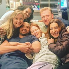 Sarah Drew gifted Grey's Anatomy fans with a bunch of behind-the-scenes photos from her final episode of the ABC drama Greys Anatomy Owen, Greys Anatomy Funny, Greys Anatomy Cast, Greys Anatomy Shooting, Sarah Drew, Jackson Avery, Owen Hunt, April Kepner, Derek Shepherd