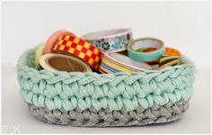 cesta de trapillo con base cuadrada Crotchet, Knit Crochet, Sweet Home Design, Cotton Cord, T Shirt Yarn, Baskets On Wall, Baby Shoes, Knitting, Pattern