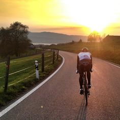 /by castellicycling #cycling #sunset