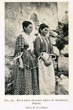 Vintage Blue eyed peasant girls of Mtahleb, Malta wearing a typical Maltese period costume - Modern Old Pictures, Old Photos, Malta Italy, Maltese People, Malta History, Malta Beaches, Malta Gozo, Malta Island, Little Island