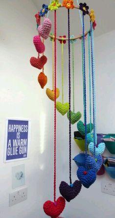 Movil corazones crochet