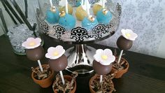 Garden cakepops butterfly and bee and flower in a pot