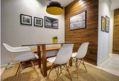 Linda sala de jantar parede de madeira