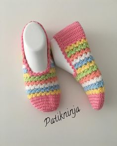 The image may contain: lines Baby Slippers, Knitted Slippers, Slipper Socks, Womens Slippers, Crochet Slipper Pattern, Crochet Socks, Baby Knitting Patterns, Crochet Patterns, Diamond Shoes