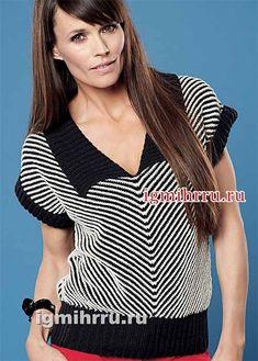 Классический пуловер в тонкую черно-белую полоску с четким диагональным рисунком. Черный отложной воротник, резинка по низу и манжеты придают модели строгость и элегантность. Размеры: S/М (М/L) L/ХL …