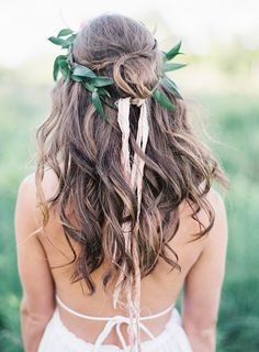 Loose Natural Curls with a Greenery Crown | Emily Jane Photography | Summer Berry Boho Wedding Shoot
