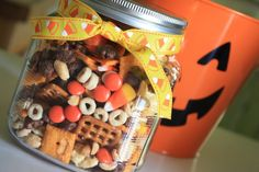 Halloween treats - just a cute idea for a Halloween themed trail mix Fall Snack Mixes, Snack Mix Recipes, Fall Snacks, Fall Treats, Holiday Treats, Fall Recipes, Holiday Fun, Holiday Recipes, Holiday Parties